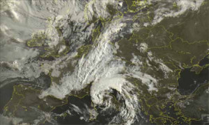 10 luglio 2014, immagine del ciclone sulla penisola italiana