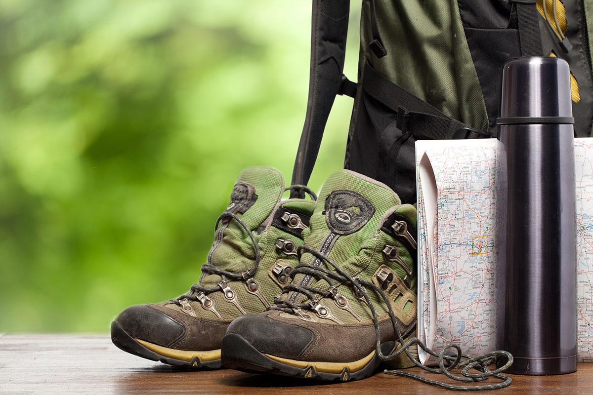 scarpe zaino e cartina